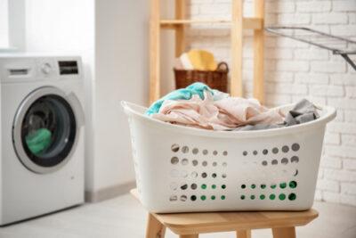 Kleding langer mooi houden door minder te wassen